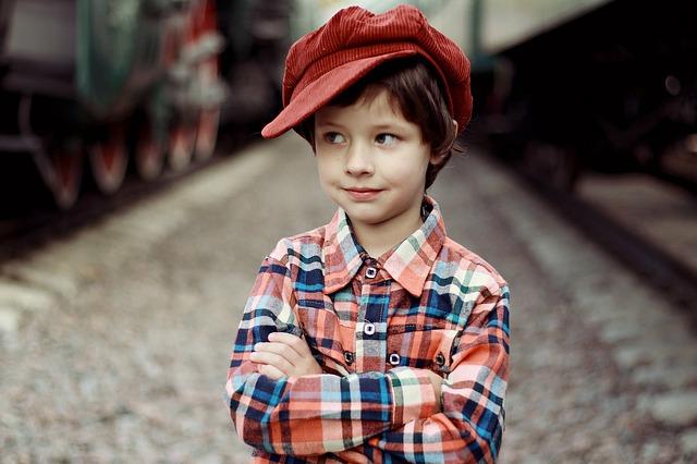 chlapec v košili